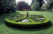 Garden, gardens, Lawn, Lawns, topiary, sundial, sundials, time, timekeeping, hedge, hedges, hedging, buxus, circle, circles, circular.