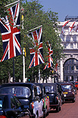 Europe, Western Europe, UK, Britain, British Isles, England, United Kingdom, Great Britain, London, taxi, taxis, cab, cabs, taxi cab, taxi cabs, flag, flags, english, union jack, union jacks, car, cars, vehicle, vehicles, mall, the mall, FF25,
