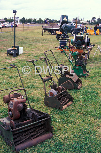 Lawnmowers australia lawnmowers snowblowers for Gardening tools melbourne
