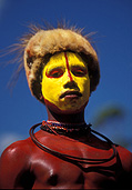 Png, papua new guinea, new guinea, mount hagen, mt hagen, western highlands, western highlands province, man, men, male, males, ceremony, ceremonies, jewellery, necklace, necklaces, face painting, hat, hats, portrait, portraits, people.