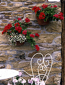 Garden, gardens, courtyard, courtyards, courtyard garden, courtyard gardens, wall, walls, garden wall, garden walls, pot, pots, garden pot, garden pots, outdoor pot, outdoor pots, wall, walls, garden wall, garden walls, geranium, geraniums, pelargonium, pelargoniums, red, red flower, red flowers, flower, flowers, Flora, furniture, garden furniture, outdoor furniture, chair, chairs, table, tables, AM04,