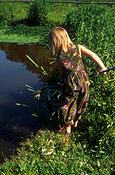 People, child, children, girl, girls, female, females, water, pond, ponds, fishing, net, nets, tadpole, tadpoles, frog, frogs, amphibian, amphibians, AM04,