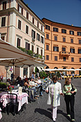 Europe, Italy, Italian, architecture, Rome, piazza, navona, piazza navona, café, cafes, umbrella, umbrellas, table, tables, FF25,